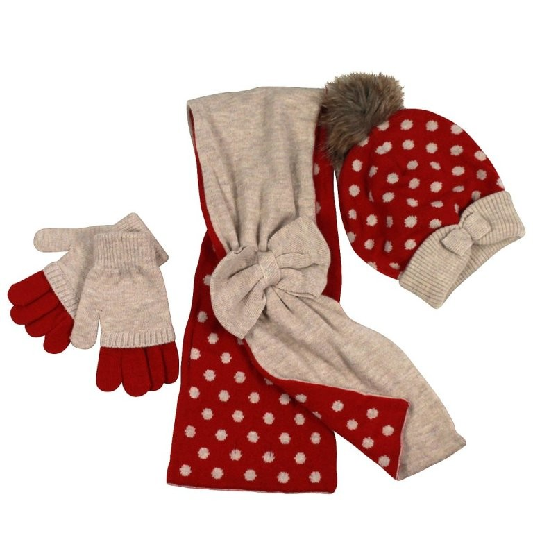 scarf-and-gloves-set-1 22 Dazzling Valentine's Day Gifts for Women