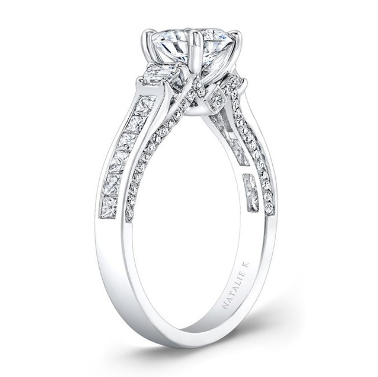stunning-engagement-ring-1 22 Dazzling Valentine's Day Gifts for Women