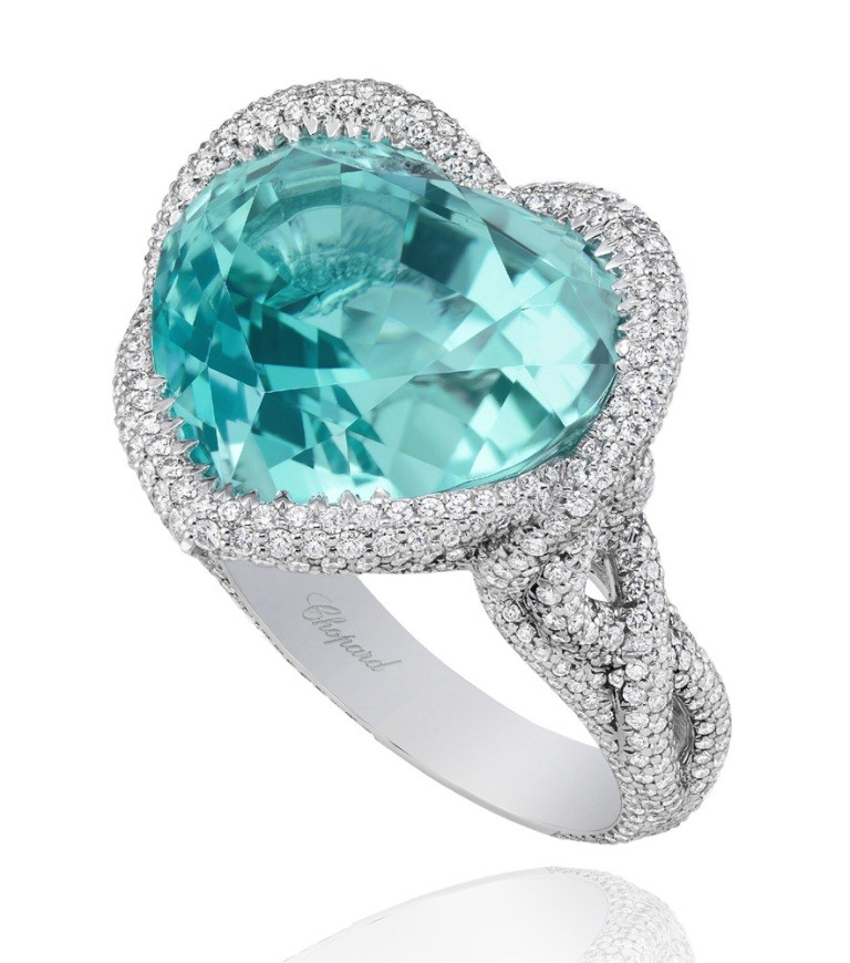 stunning-engagement-ring-16 22 Dazzling Valentine's Day Gifts for Women
