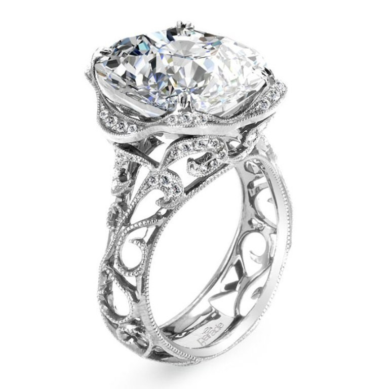 stunning-engagement-ring-5 22 Dazzling Valentine's Day Gifts for Women