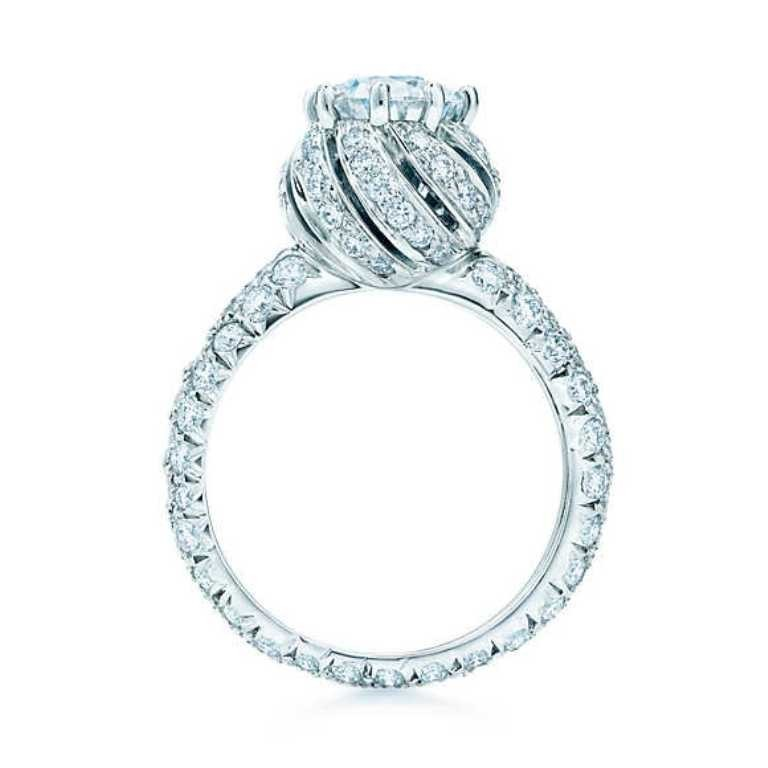 stunning-engagement-ring-6 22 Dazzling Valentine's Day Gifts for Women