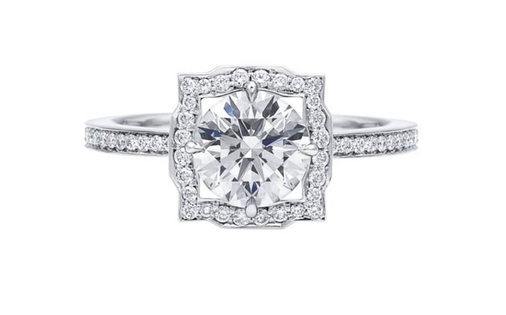 stunning-engagement-ring 22 Dazzling Valentine's Day Gifts for Women