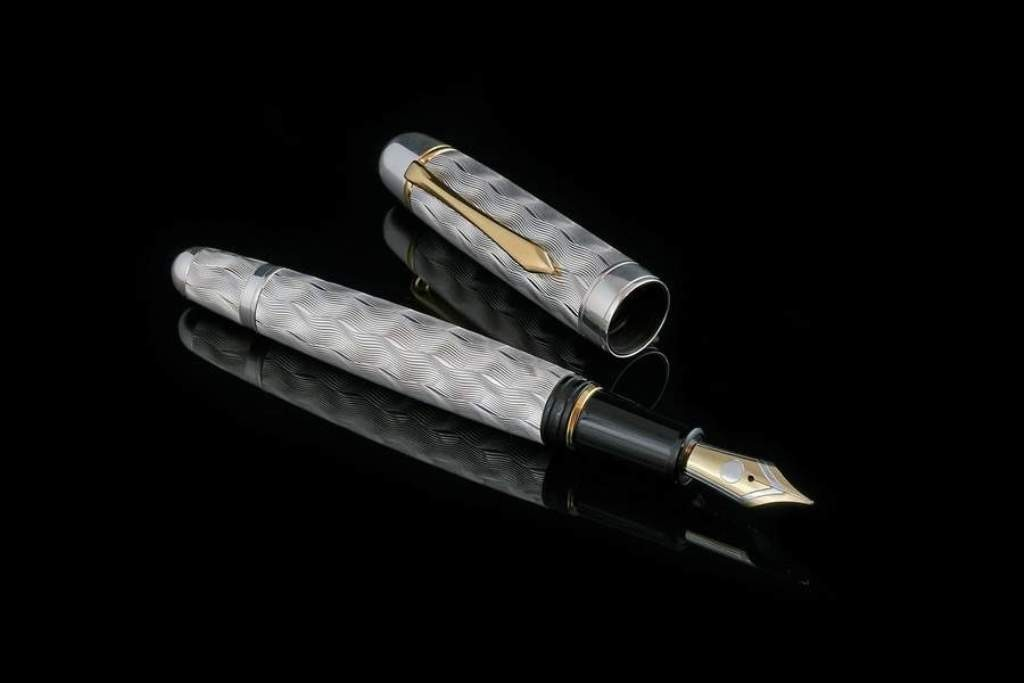 stunning-pen 21 Amazing Valentine's Day Gifts for Men