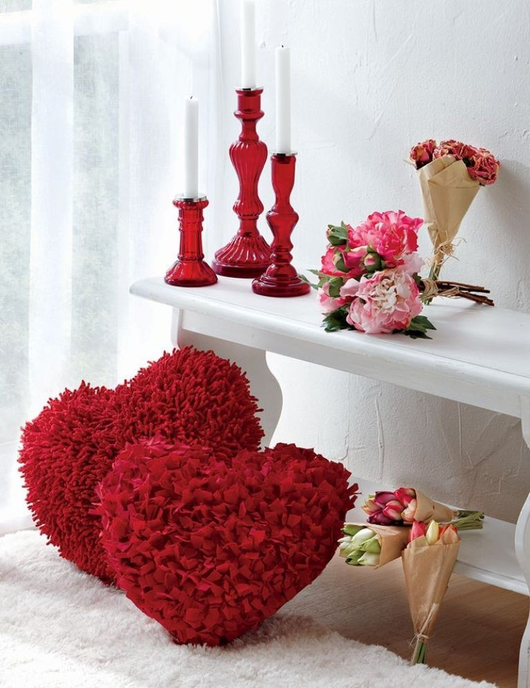 valentines-day-bedroom-decoration-8 61 Awesome Valentine's Day Decoration Ideas