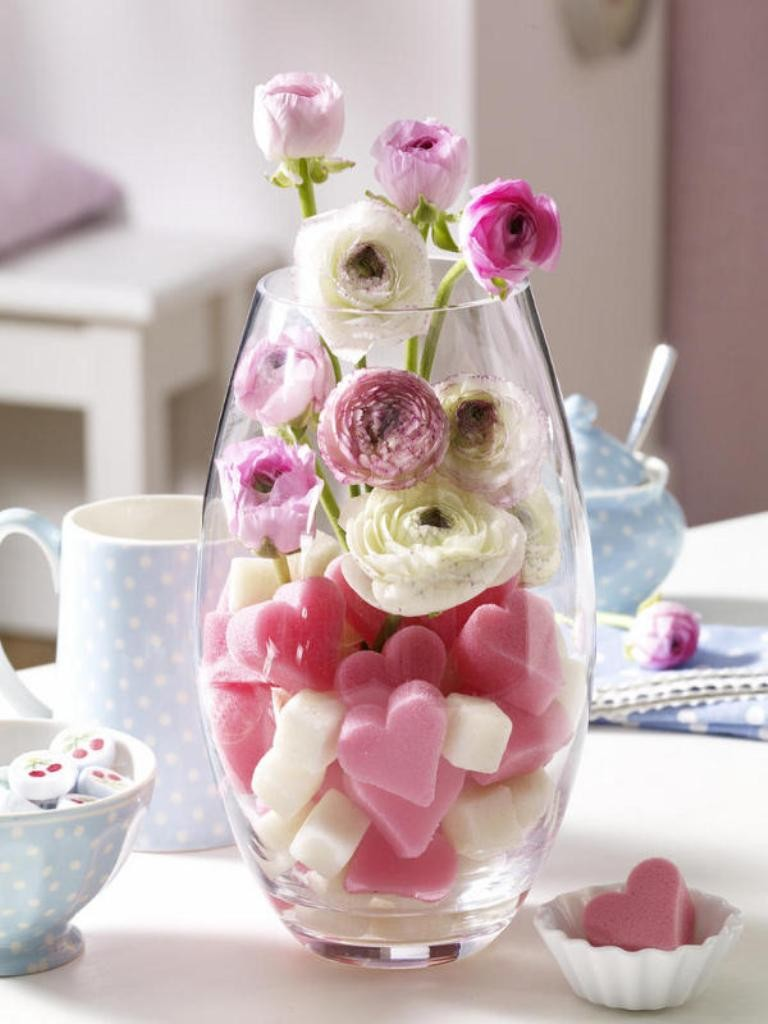 valentines-day-centerpieces-10 61 Awesome Valentine's Day Decoration Ideas