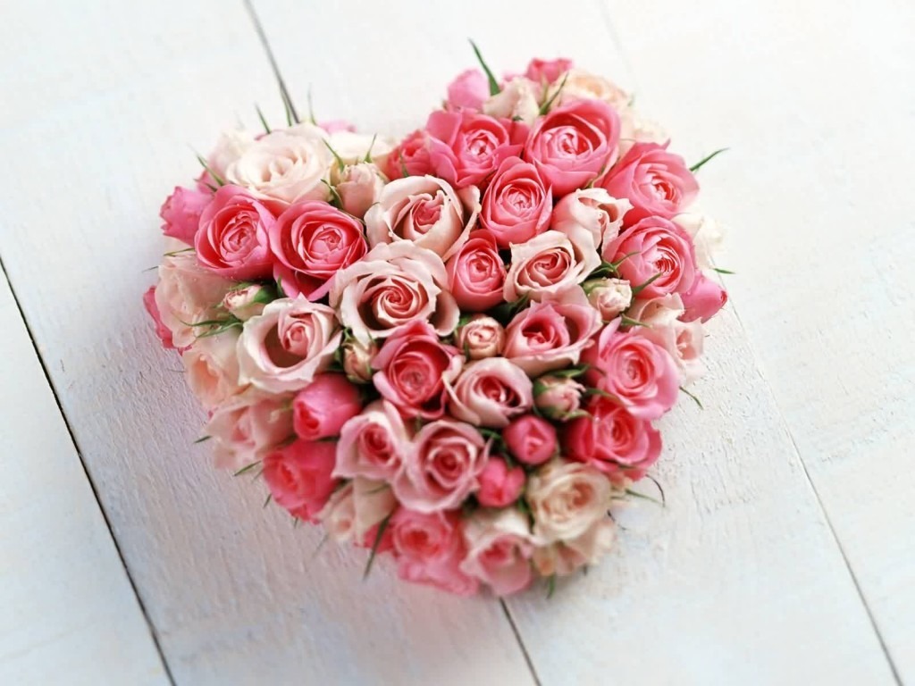 valentines-day-centerpieces-7 61 Awesome Valentine's Day Decoration Ideas