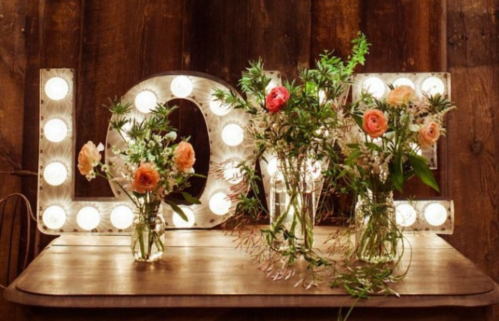 valentines-day-centerpieces-8 61 Awesome Valentine's Day Decoration Ideas