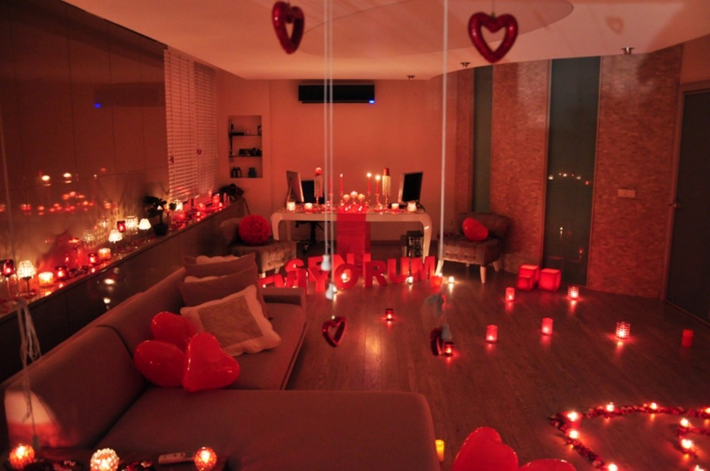 valentines-day-living-room-decoration-2 61 Awesome Valentine's Day Decoration Ideas