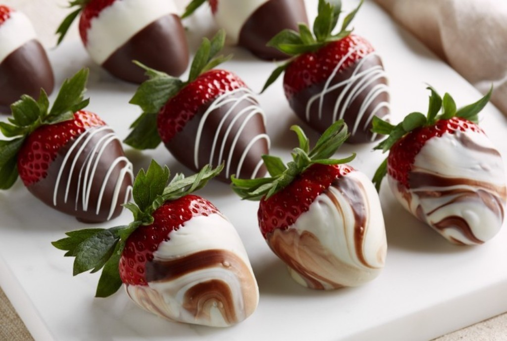 Chocolate-Covered-Strawberries-3 65 Most Romantic Valentine's Day Chocolate Treat Ideas