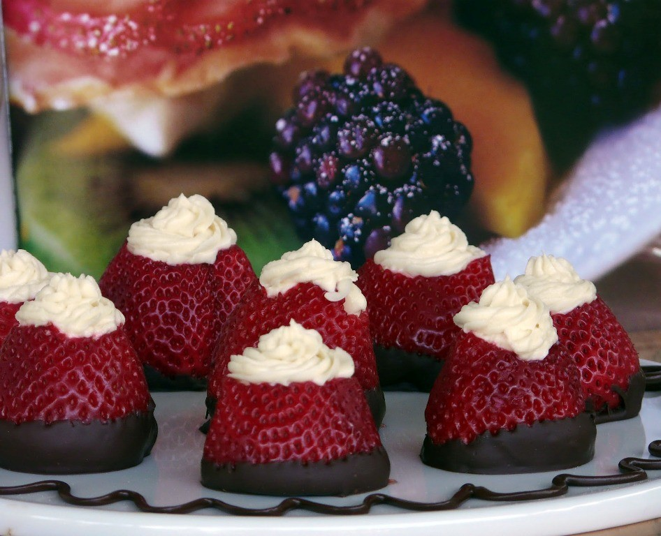 Cream-Cheese-Stuffed-Strawberries 32 Most Romantic Valentine's Day Meals & Recipe Ideas