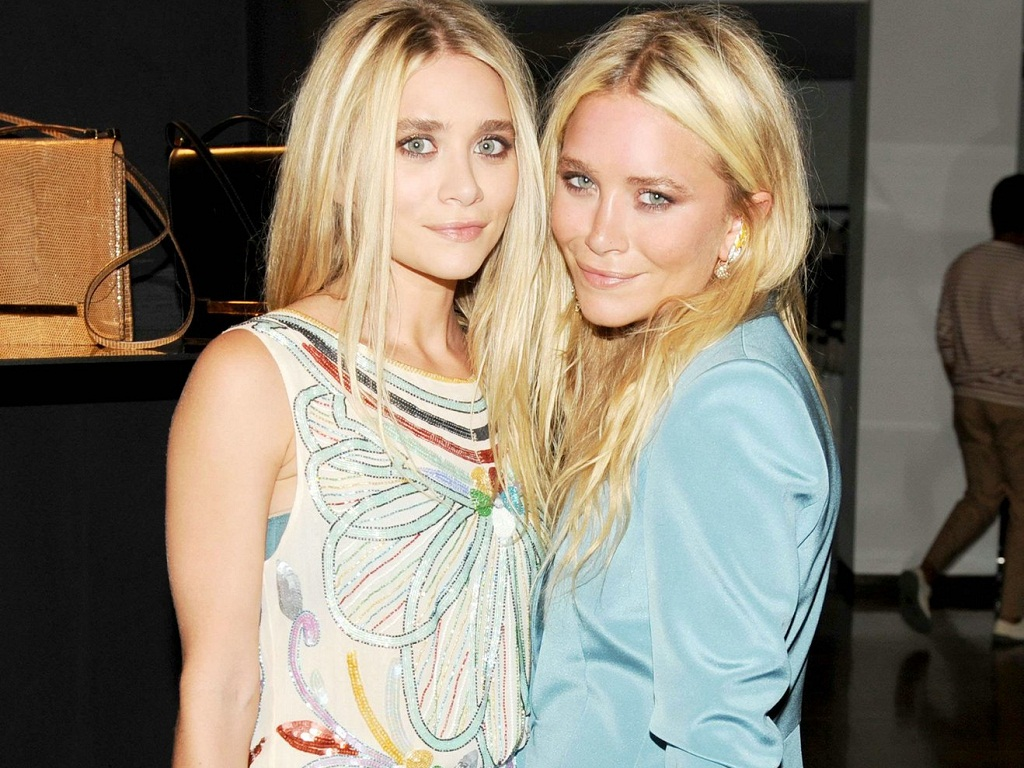 Olsen-Wallpaper-mary-kate-and-ashley-olsen-25138569-1024-768 5 Celebrities Who Have an Identical Twin