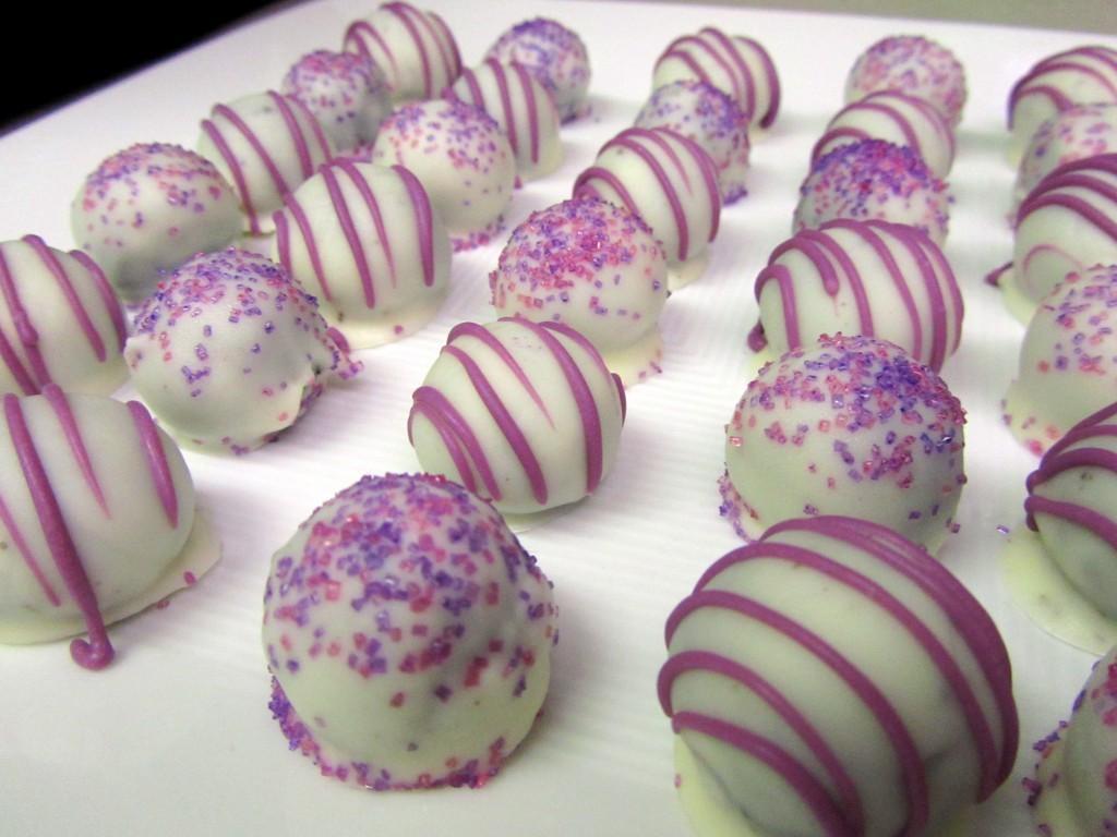Oreo-Truffles 65 Most Romantic Valentine's Day Chocolate Treat Ideas