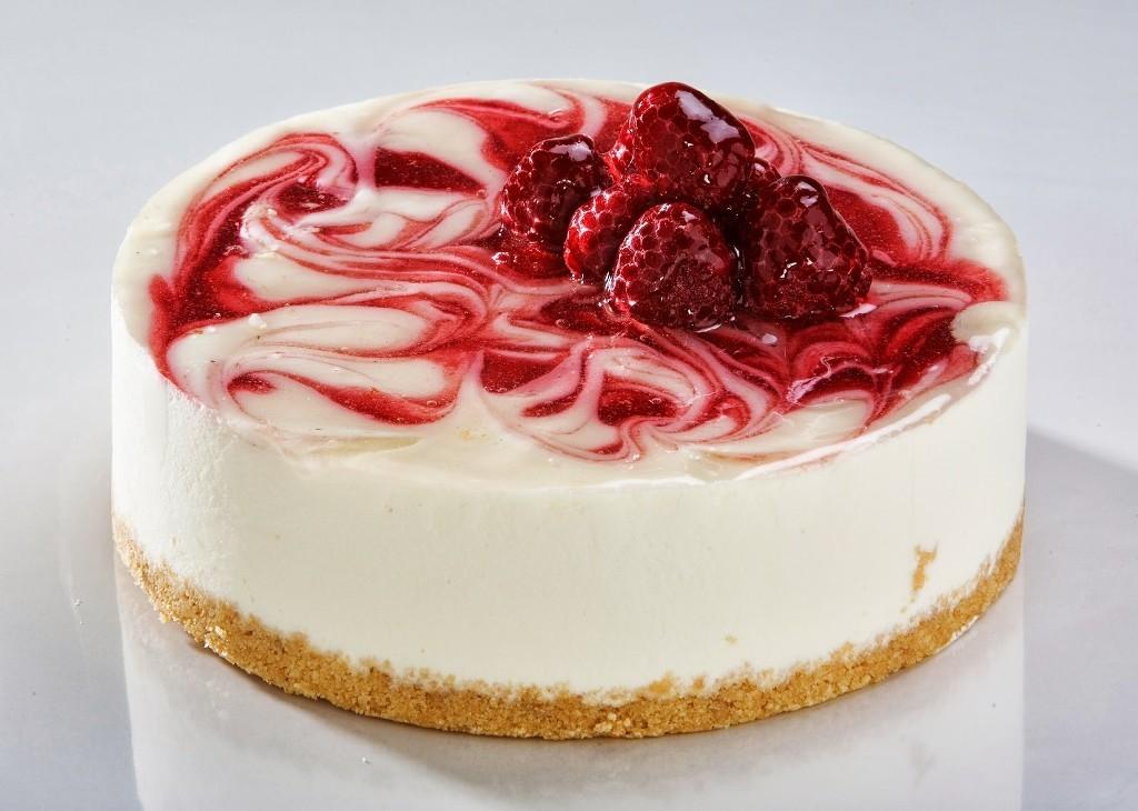 White-Chocolate-Raspberry-Cheesecake 32 Most Romantic Valentine's Day Meals & Recipe Ideas