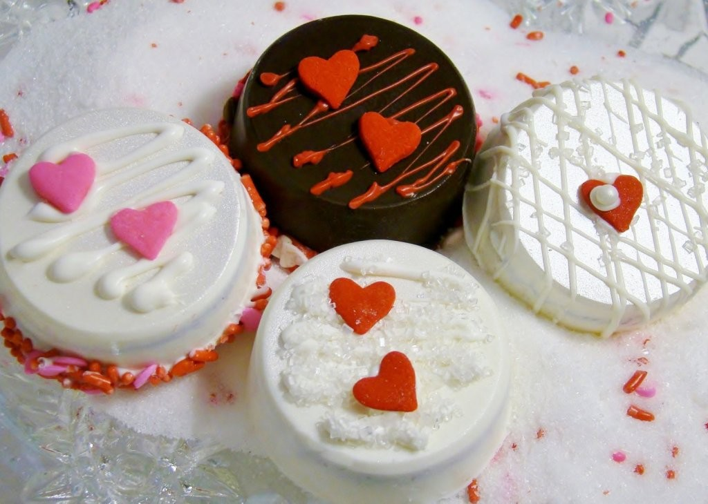 chocolate-covered-oreo-cookies-1 65 Most Romantic Valentine's Day Chocolate Treat Ideas