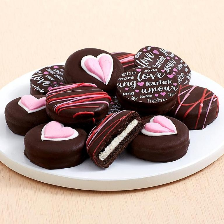 chocolate-covered-oreo-cookies 65 Most Romantic Valentine's Day Chocolate Treat Ideas