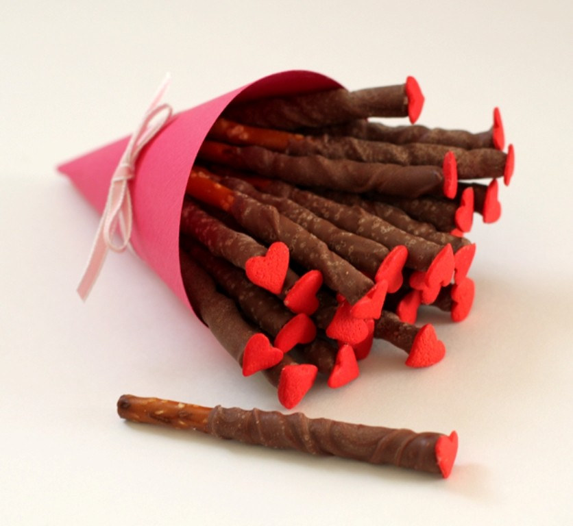 chocolate-covered-pretzels-5 65 Most Romantic Valentine's Day Chocolate Treat Ideas