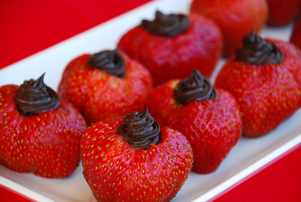 dark-chocolate-stuffed-strawberries 32 Most Romantic Valentine's Day Meals & Recipe Ideas