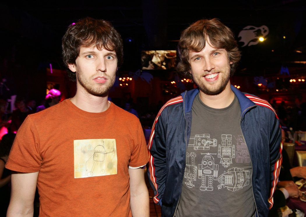 heders_721908601 5 Celebrities Who Have an Identical Twin