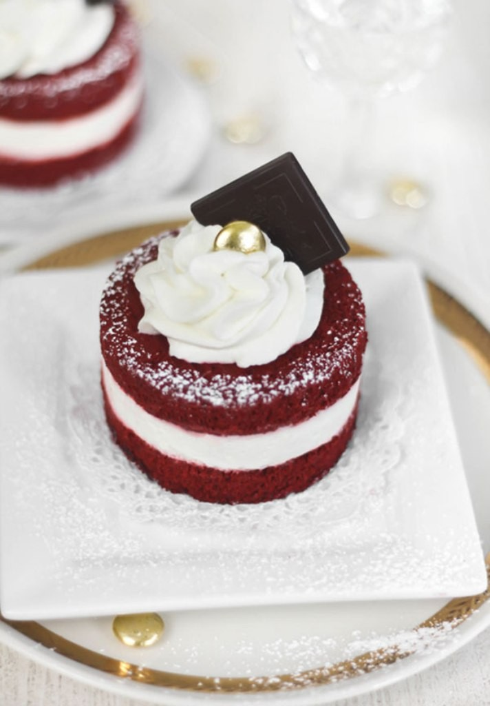 mouth-watering-valentines-day-cake-2 32 Most Romantic Valentine's Day Meals & Recipe Ideas