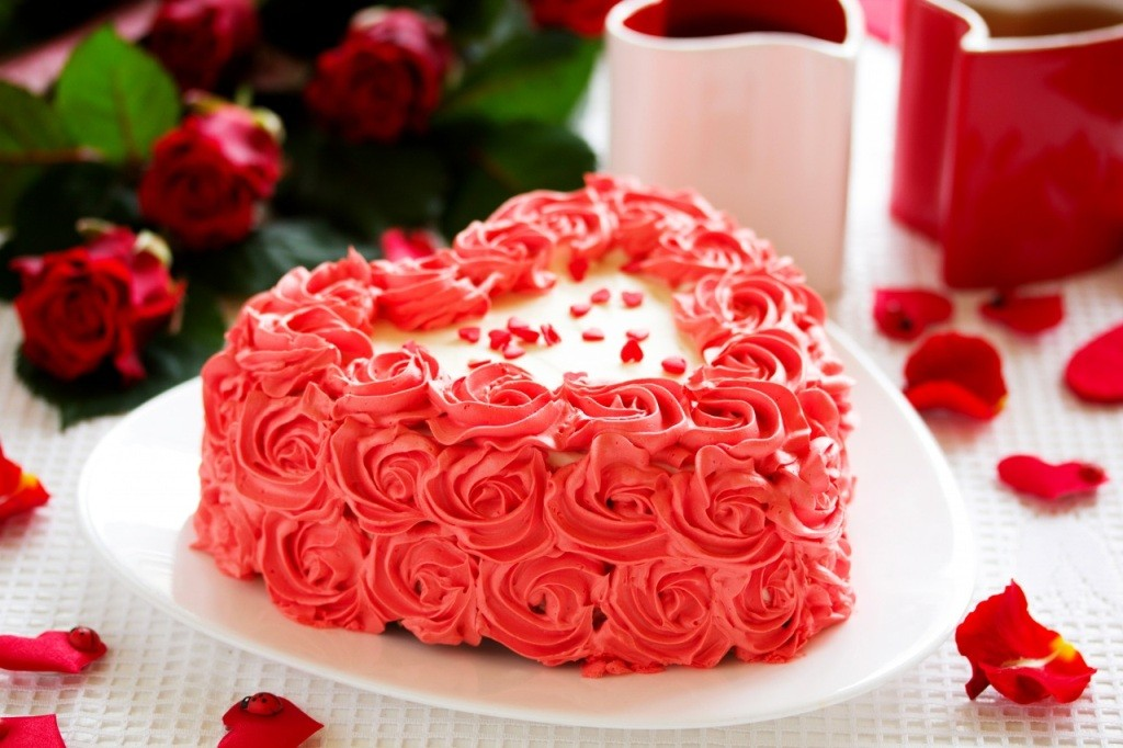mouth-watering-valentines-day-cake-7 32 Most Romantic Valentine's Day Meals & Recipe Ideas