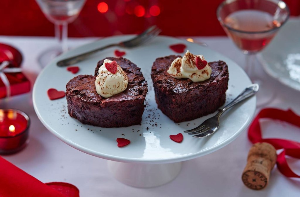 mouth-watering-valentines-day-cake-8 32 Most Romantic Valentine's Day Meals & Recipe Ideas