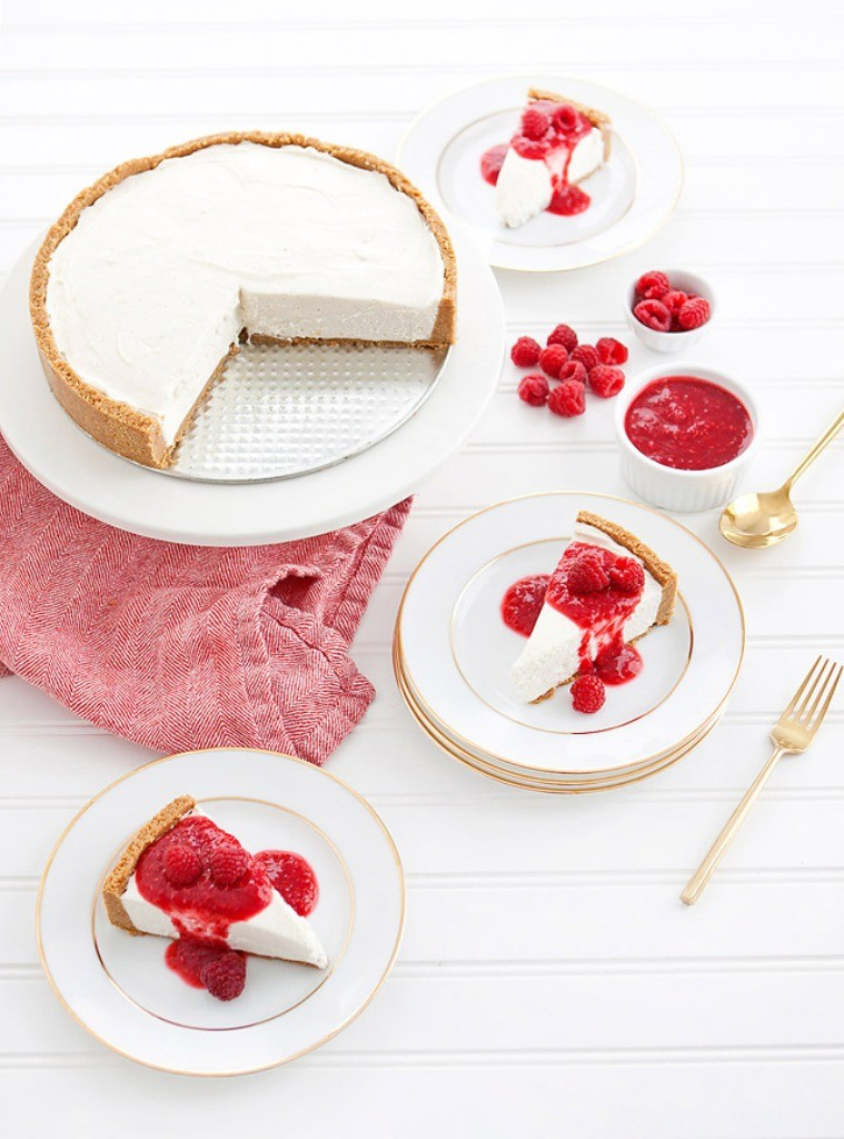 mouth-watering-valentines-day-cake-9 32 Most Romantic Valentine's Day Meals & Recipe Ideas