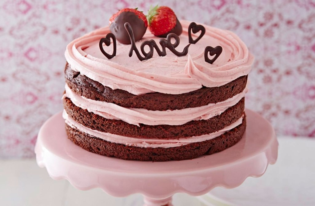 mouth-watering-valentines-day-cake 32 Most Romantic Valentine's Day Meals & Recipe Ideas