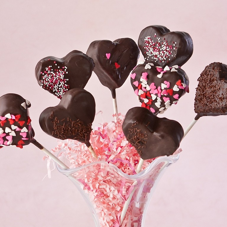 valentines-day-cake-pops-10 65 Most Romantic Valentine's Day Chocolate Treat Ideas