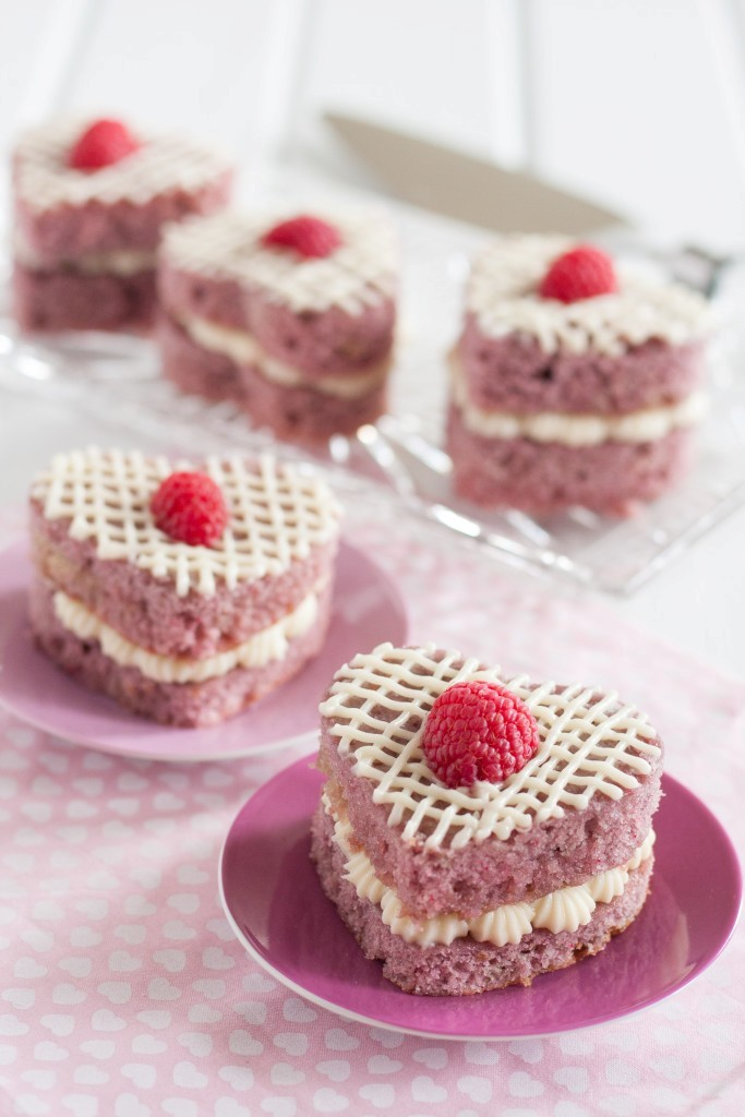 valentines-day-cakes-1 65 Most Romantic Valentine's Day Chocolate Treat Ideas