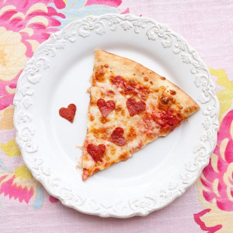 valentines-day-heart-shaped-pizza-1 32 Most Romantic Valentine's Day Meals & Recipe Ideas