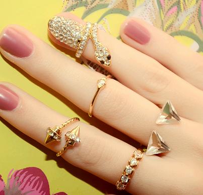 1236077_610539755664503_1338669089_n 15 Trendy Designs Of Rings For Women And Teenage Girls