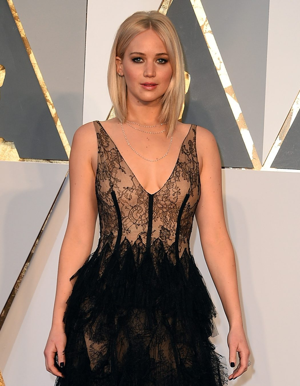 3ca0413eec27c364a722e20ccc3af43f01ecafb8c0898f302f18a7627223b629 Top Best 5 Red Carpet Looks in The 88th Academy Award