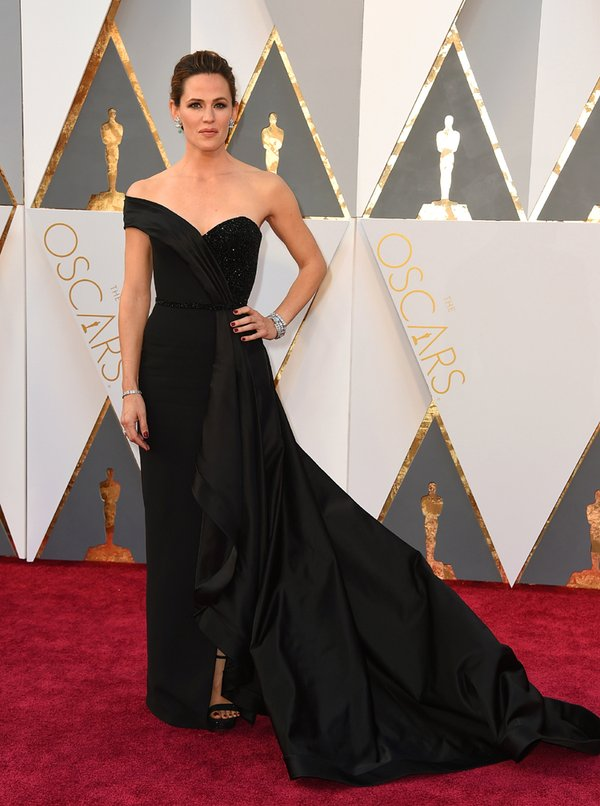 CcW1jGIVAAE_DPh Top Best 5 Red Carpet Looks in The 88th Academy Award