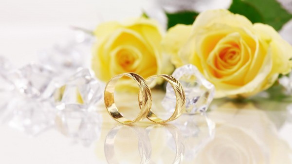 Holidays___Weddings_Yellow_roses_and_gold_wedding_rings_055819_ Top 22+ Unique And Elegant Designs Of Wedding Rings
