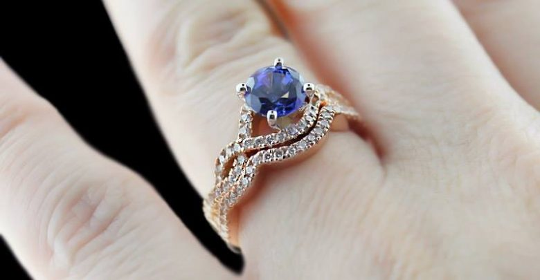 Photo of 37+ Amazing Engagement Rings With Colored Gemstones