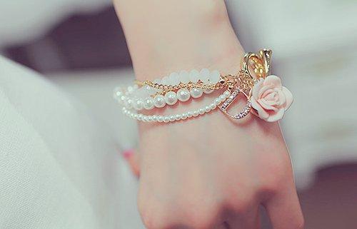 LATEST_girls_fashion_bracelets-2 2017 Trendy Designs Of Bracelets For Women And Girls