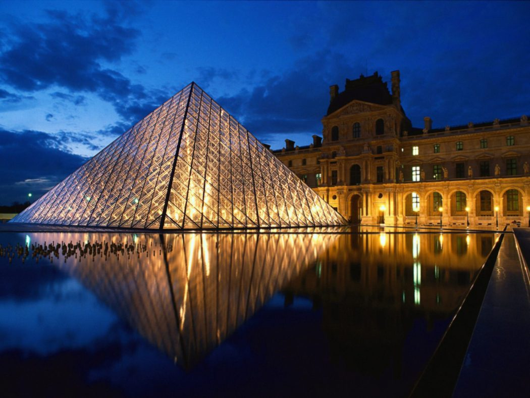 Pyramid-at-Louvre-Museum-Paris-France_1600x1200 5 Places You Must Visit If You Will Travel To Paris