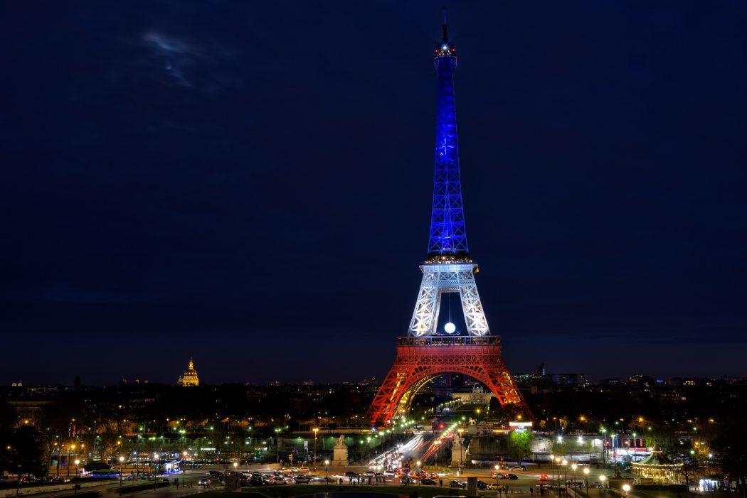 TourEiffel_BleuBlancRouge_pixinn.net_ 5 Places You Must Visit If You Will Travel To Paris