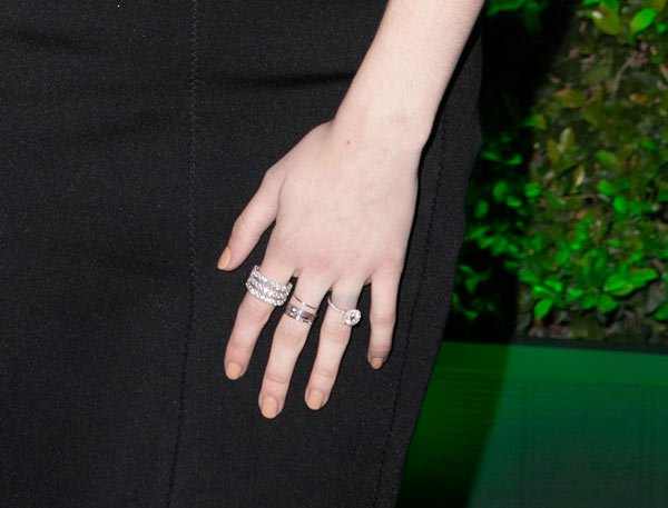 emma-watson-golden-globes-engagement-ring-fashion-ftr 15 Trendy Designs Of Rings For Women And Teenage Girls