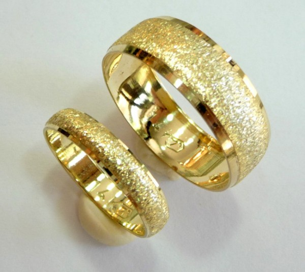 gold-wedding-rings Top 22+ Unique And Elegant Designs Of Wedding Rings