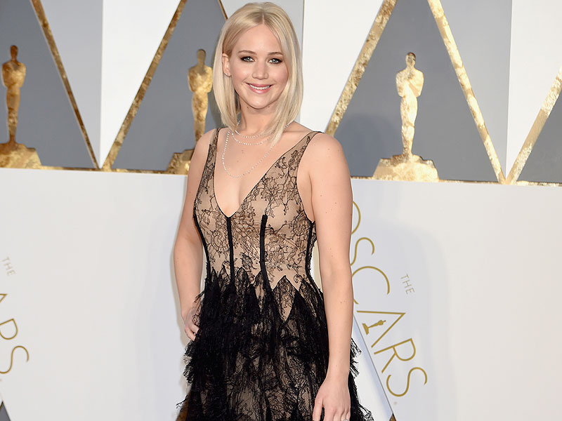 jennifer-lawrence-800 Top Best 5 Red Carpet Looks in The 88th Academy Award