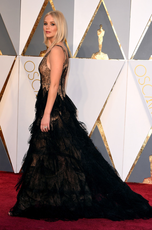 jennifer-lawrence-academy-awards-red-carpet-oscars-2016-61-640x963 Best 7 Solar System Project Ideas