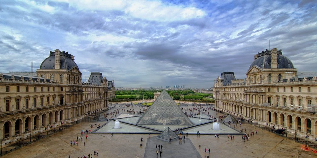louvre_museum_courtyard 5 Places You Must Visit If You Will Travel To Paris