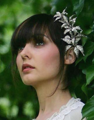 wedding-hair-accessories5 Most Elegant Design Of Bridal Hair Accessories