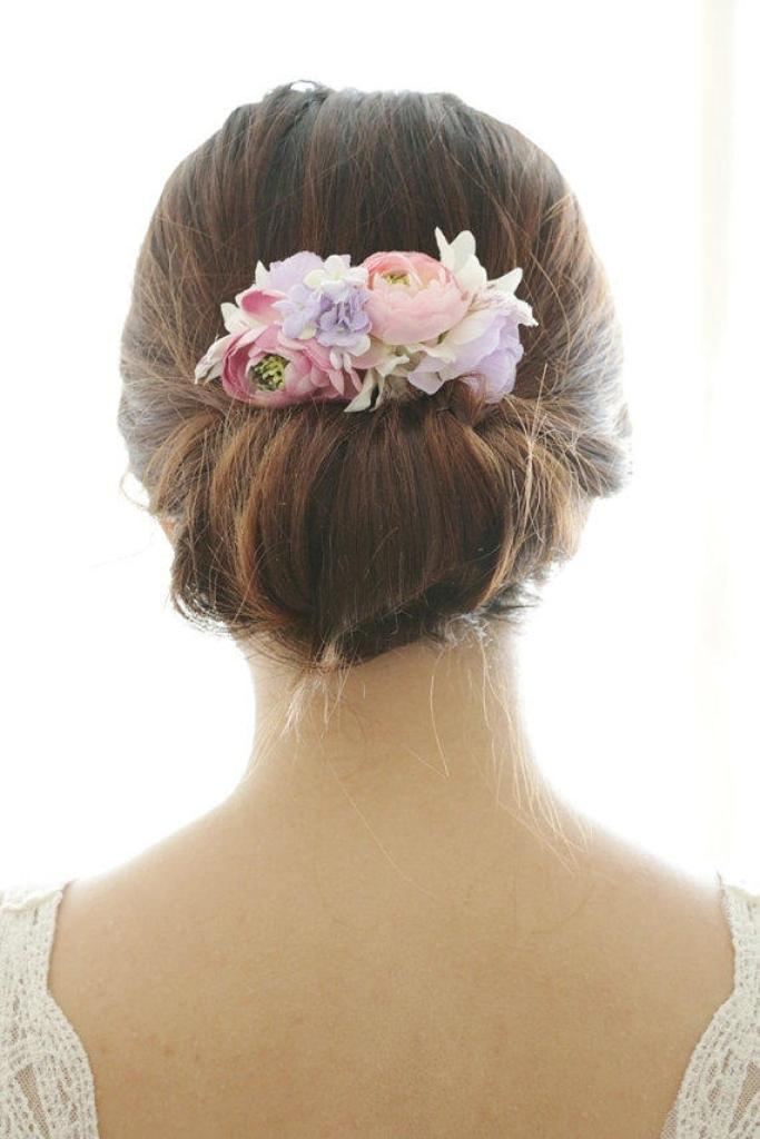 Flower-hair-comb-10 50+ Most Creative Ideas to Put Flowers in Your Hair ...