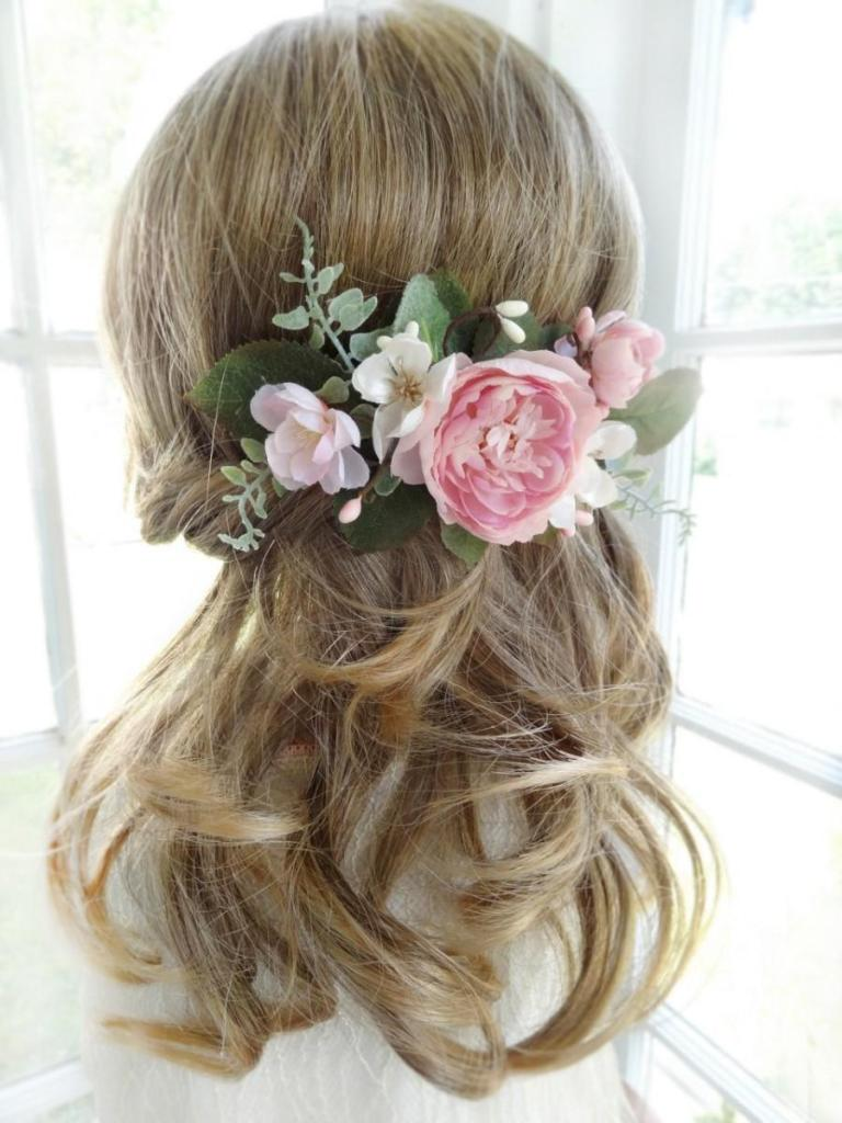 Flower-hair-comb-2 50+ Most Creative Ideas to Put Flowers in Your Hair ...