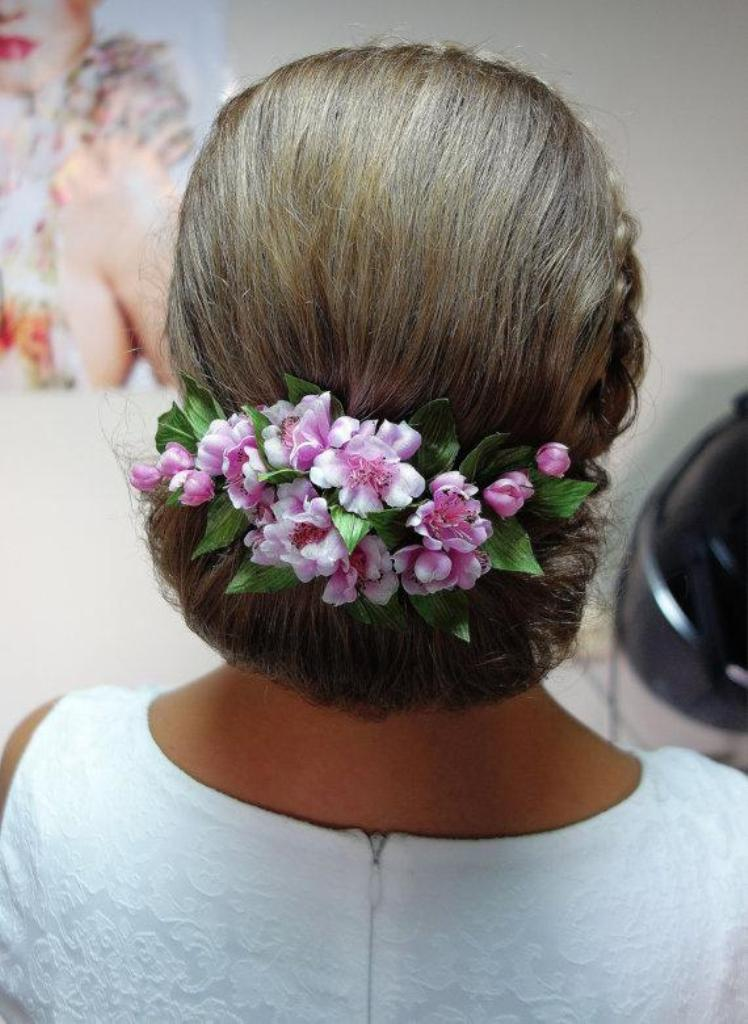 Flower-hair-comb-3 50+ Most Creative Ideas to Put Flowers in Your Hair ...
