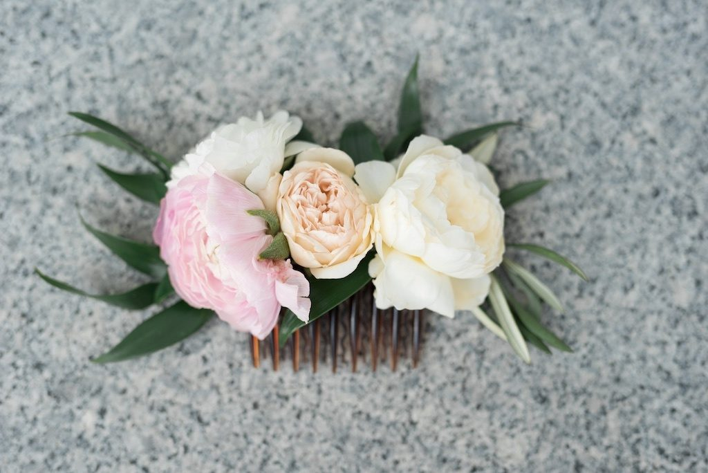 Flower-hair-comb-5 50+ Most Creative Ideas to Put Flowers in Your Hair ...
