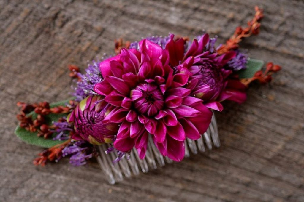 Flower-hair-comb-7 50+ Most Creative Ideas to Put Flowers in Your Hair ...