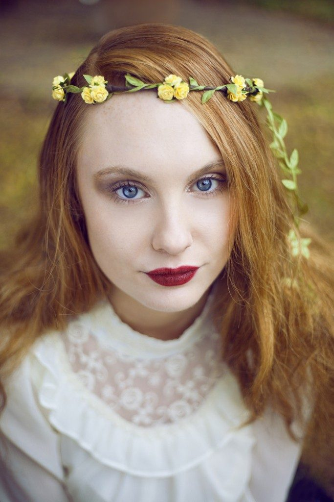Flower-headband-4 50+ Most Creative Ideas to Put Flowers in Your Hair ...